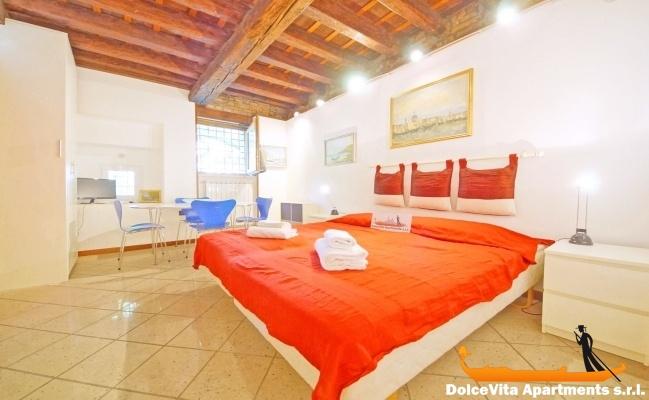 Monolocale a venezia vicino il canal grande appartamenti for Monolocale a venezia