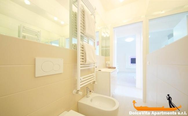 Appartamento per vacanze giudecca con 2 camere da letto for Prezzi della cabina di tronchi di 3 camere da letto