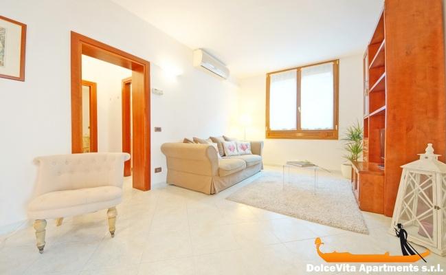 Appartamento a venezia cannaregio con 2 camere da letto for Appartamento con 2 camere da letto