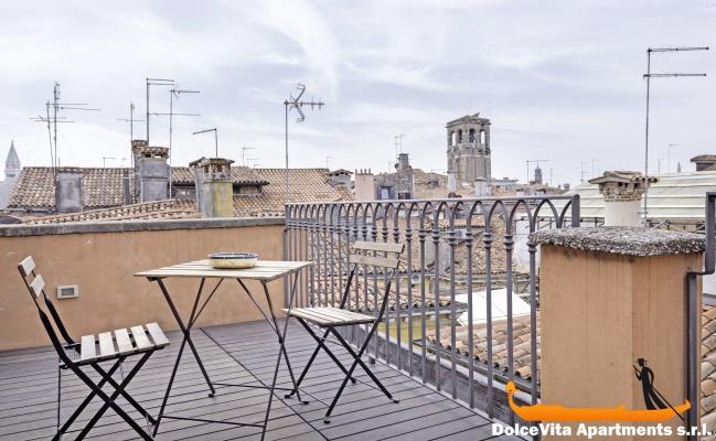 Monolocale a venezia per vacanze con terrazza for Monolocale a venezia