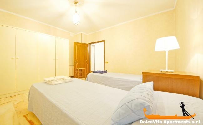 Bellissimo appartamento venezia vista canale con 2 camere for Appartamento con 2 camere da letto