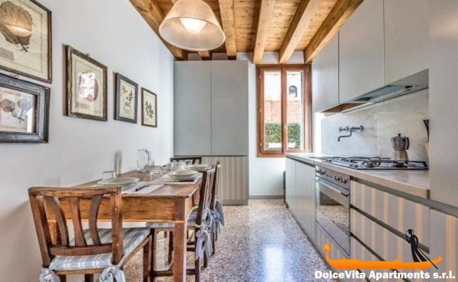 Appartamento a venezia con giardino con 2 camere da letto for Appartamento con 2 camere da letto