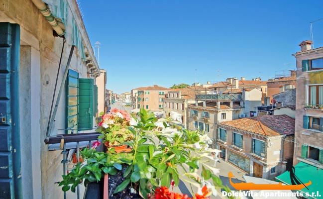 Appartamento a venezia biennale con 4 camere da letto for Quanto costerebbe una casa con 5 camere da letto