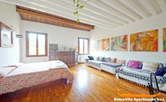 Appartamento a venezia con giardino con 3 camere da letto for Appartamento con 3 camere da letto