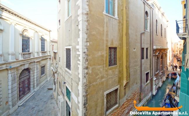 Nuovo appartamento venezia per 8 persone vista canale for Appartamento amsterdam 8 persone