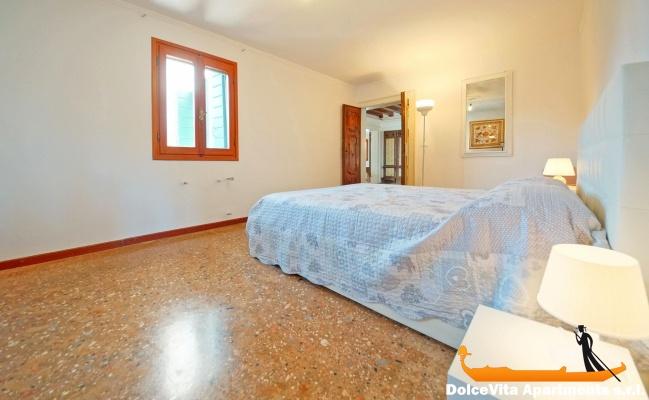 Appartamento a venezia biennale con 4 camere da letto for Quanto costruire una casa con 4 camere da letto