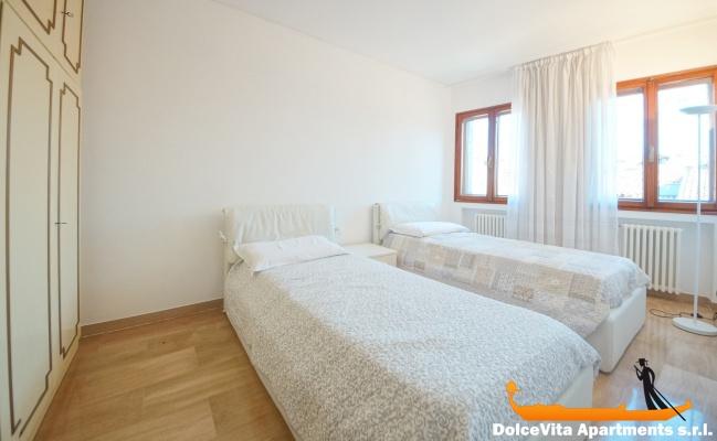 Appartamento a venezia con giardino con 3 camere da letto for 2 camere da letto 2 bagni