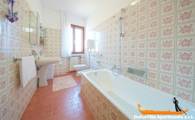 Appartamento a venezia con giardino con 3 camere da letto for Appartamento con 3 camere da letto nel seminterrato