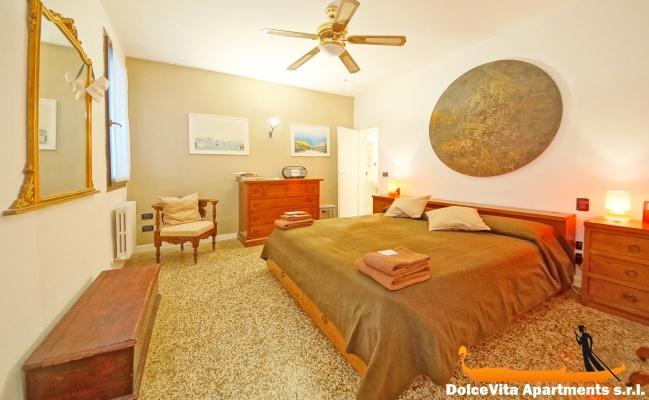Appartamento a venezia dorsoduro con 2 camere da letto for Appartamento con 2 camere da letto