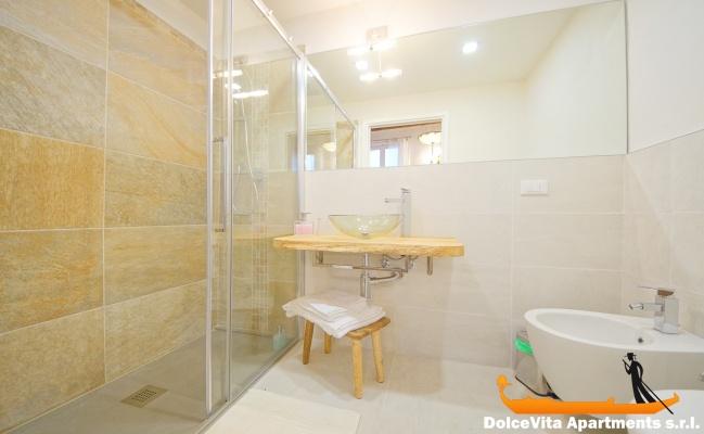 Appartamento a venezia suite moderna con 2 camere da letto for Appartamento con 2 camere da letto