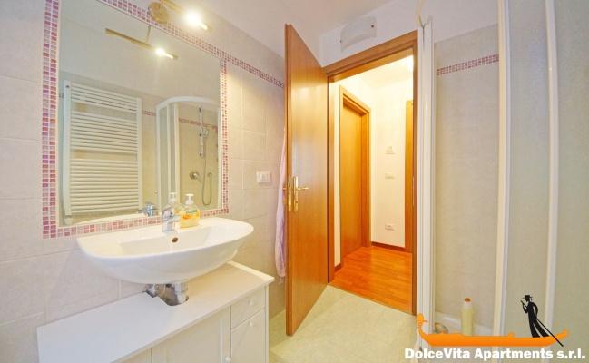 Appartamento a venezia dorsoduro con 2 camere da letto e 2 for 2 camere da letto 2 bagni